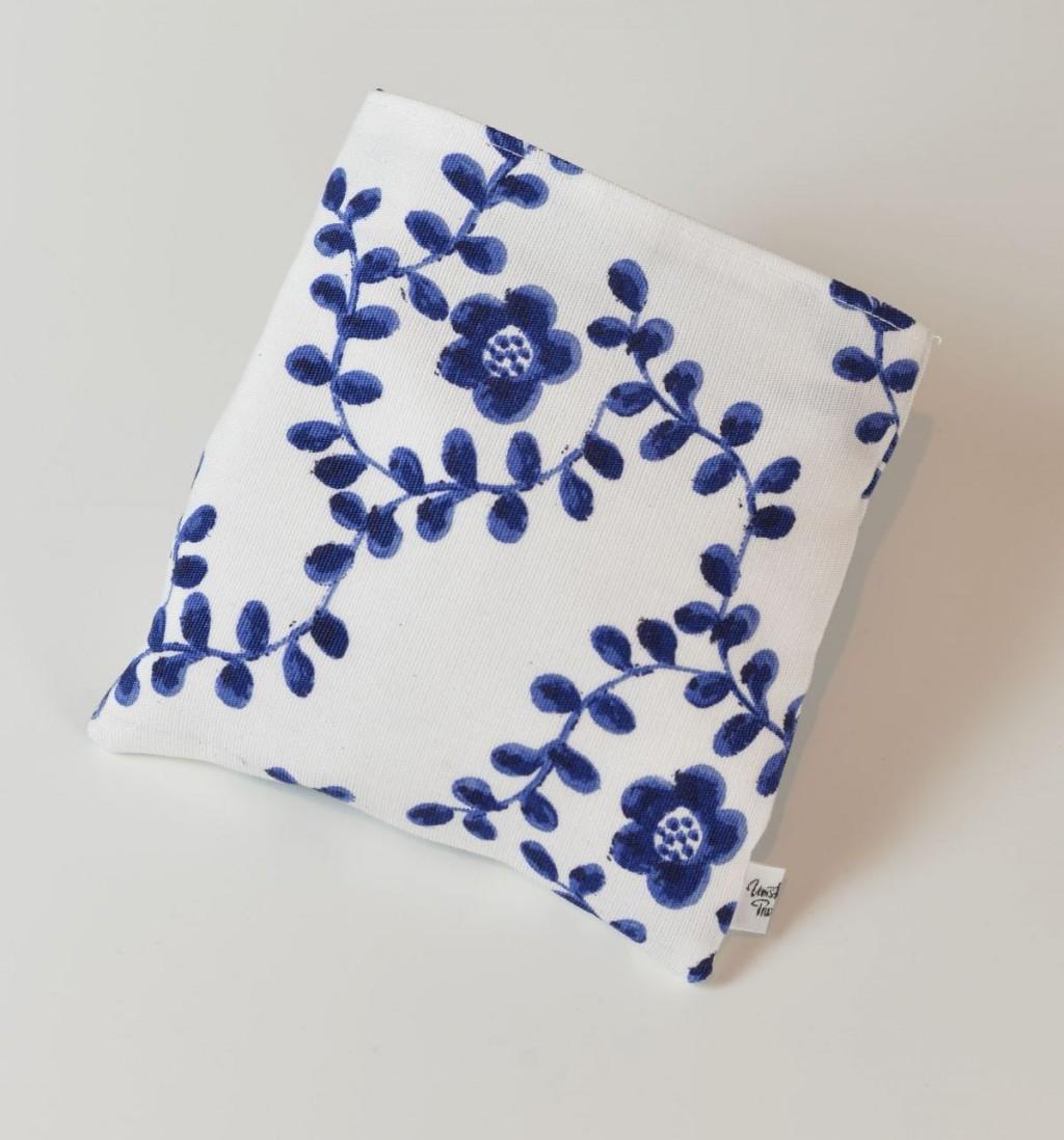 baby kissen blume blau weiss umstand praxis jegenstorf. Black Bedroom Furniture Sets. Home Design Ideas